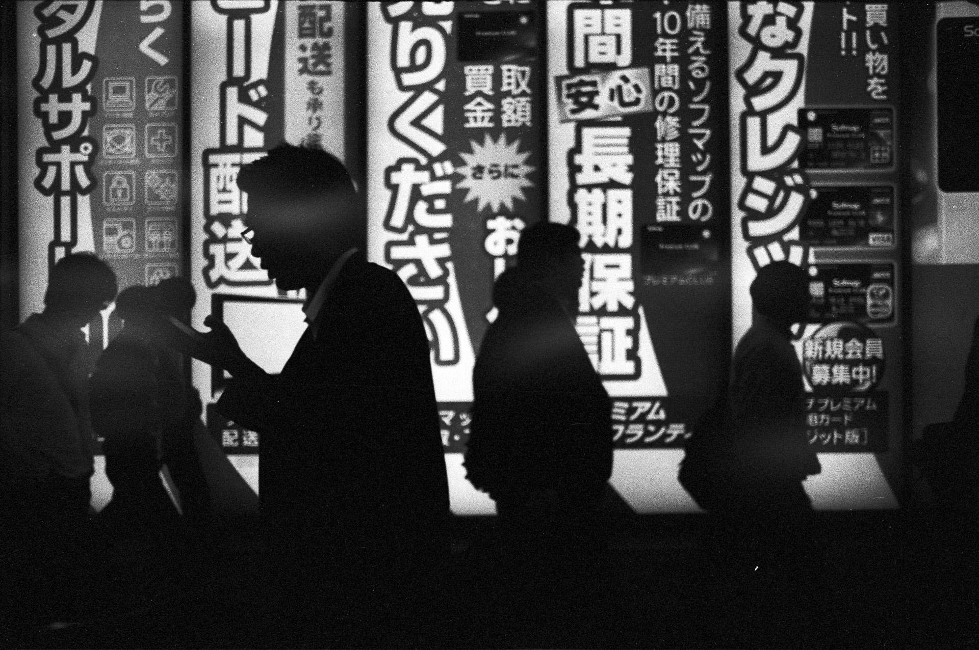 Shinjuku - Kodak Tmax 400 @1600 - Rollei SL35 E
